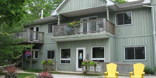 Pine Vista Resort Kawartha accommodation exterior