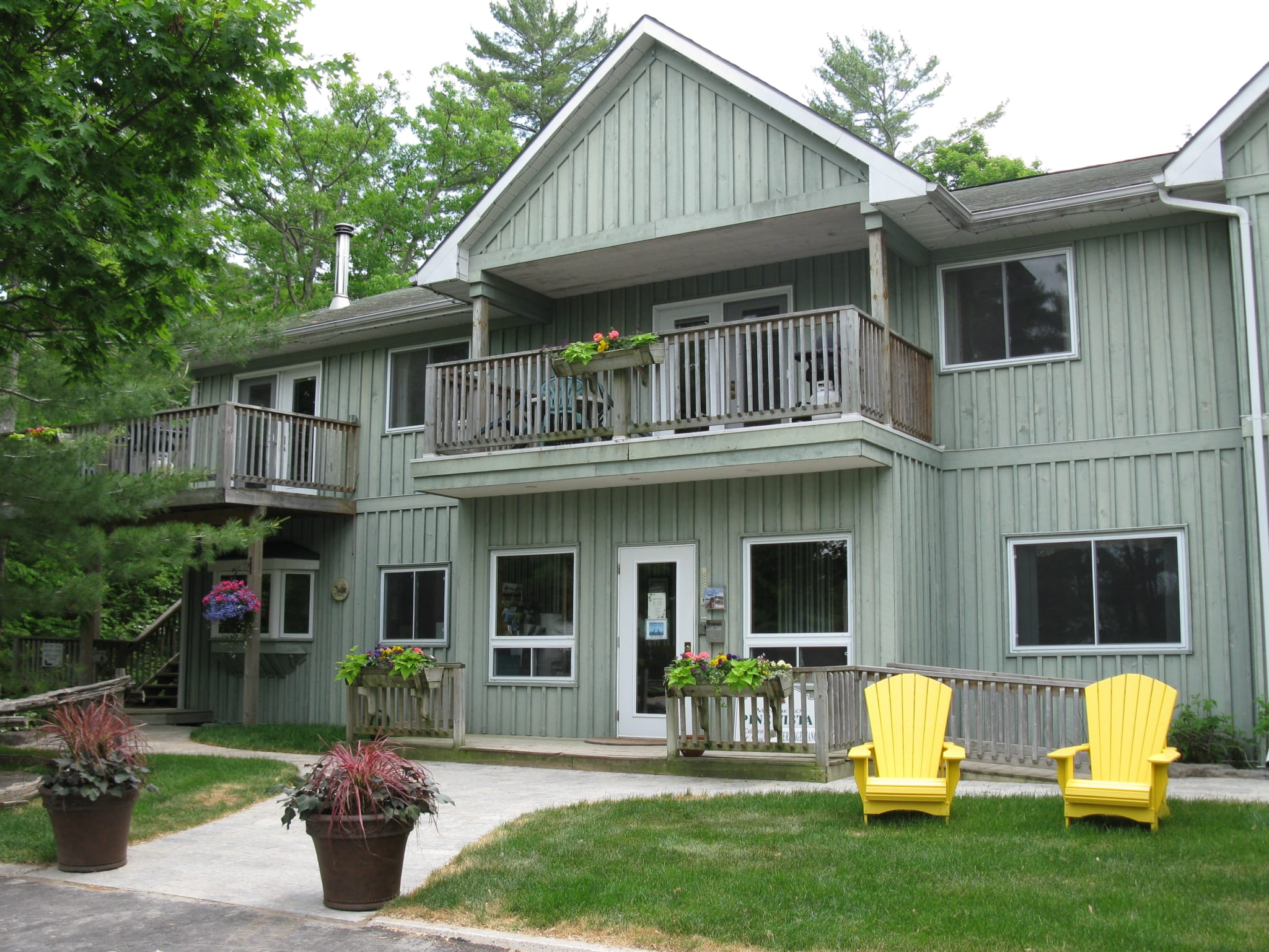 Pine Vista Resort Kawartha accommodation exterior