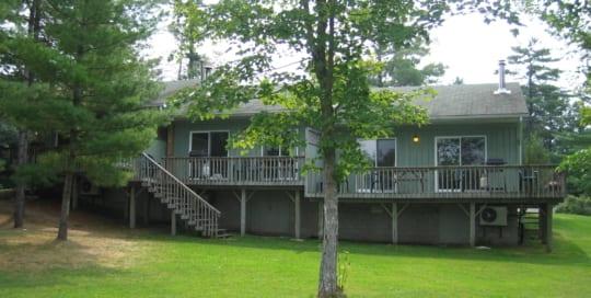 Pine Vista Resort Beachview accommodation exterior